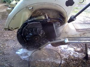 El Motor de 200 cc Vespa estaba tan lleno de grasa que no refrigeraba bien