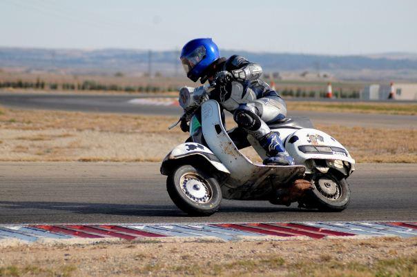 Guille, VESPA las Carreras, circuito de Zuera Domingo 11 de marzo 2012